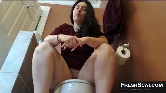 Chubby Girl With Big Ass And Long Pussy Lips Shits On The Toilet ...